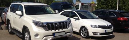 Toyota Land Cruiser ja Škoda Rapid