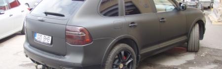 Porsche Cayenne teibitud 3M musta matt teibiga.